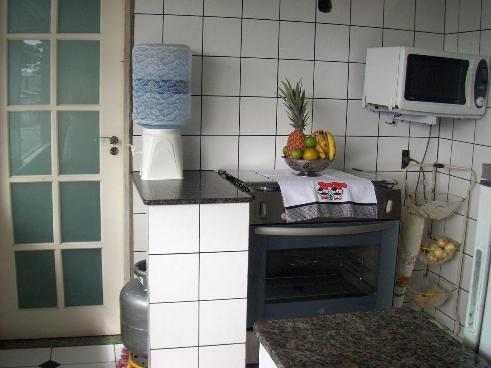 Cozinha.porta de entrada para outro quarto