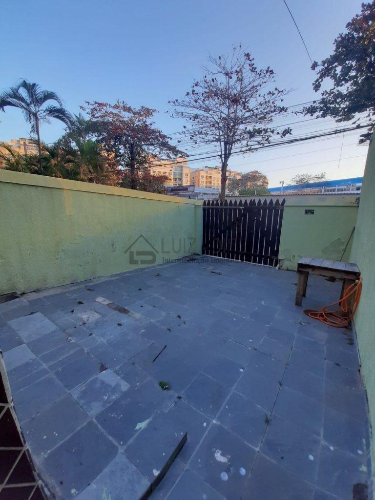 APARTAMENTO NO CENTRO DE CABO FRIO – QUARTO E SALA